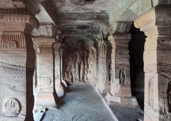 tempio grotta india vecchio