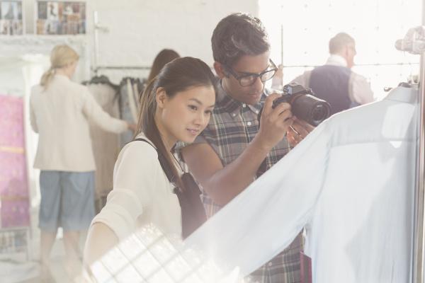 fotografo e stilista di abbigliamento esame