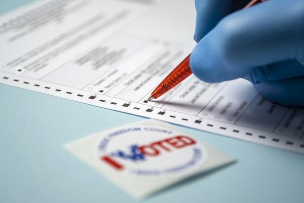 badge e modulo di voto per
