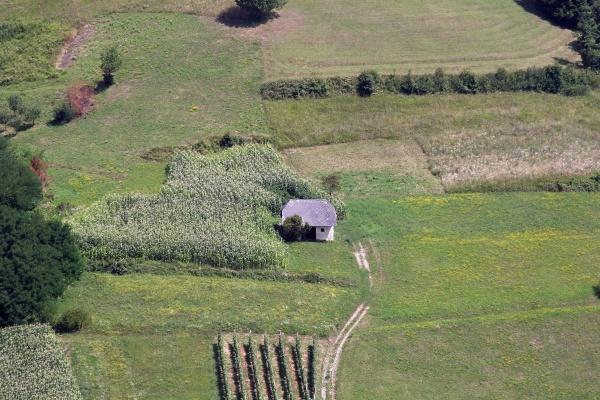 una vecchia fattoria in una posizione