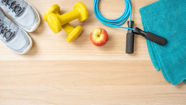 attrezzature per il fitness su uno