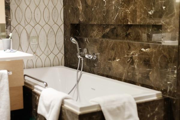 interni di lusso del bagno in