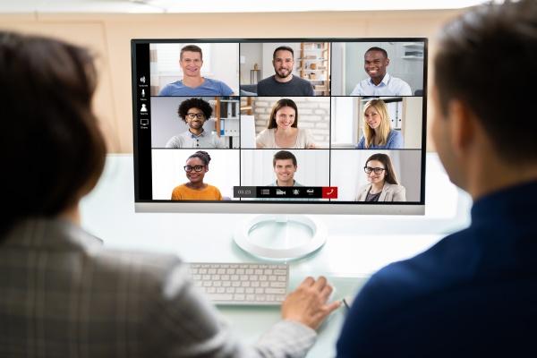 riunione di videoconferenza online su tablet