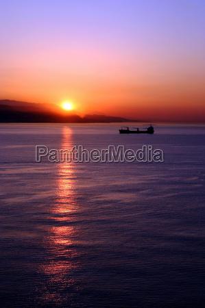 tramonto tingere cielo firmamento acqua salata