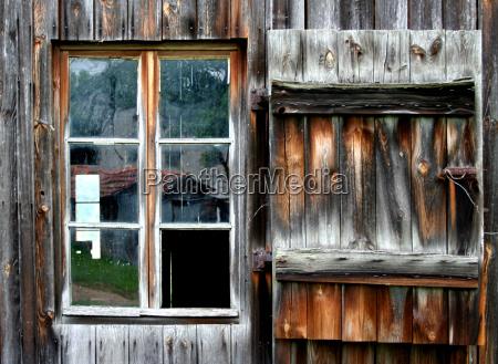 finestra legno esausto rovinato malridotto disco