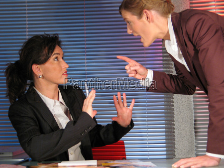 ufficio discussione emozioni dipendente rabbia capo