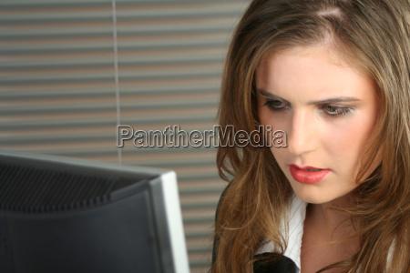 donna ufficio carriera marrone guardare osservare
