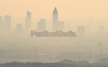 nebbia foschia smog francoforte citta skyline