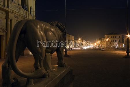 statua di notte notte fotografia notturna