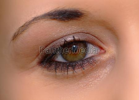 occhio femminile