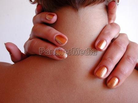 fingerreise finger am nacken
