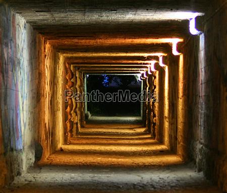 notte sera tunnel astratto anelli striscia