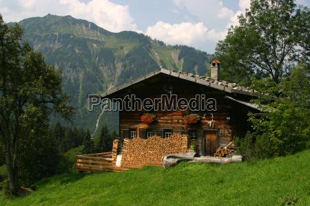 casa costruzione montagne verde legno escursione