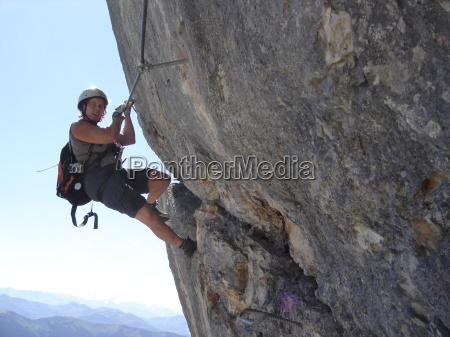 donna sport dello sport montagne rocce