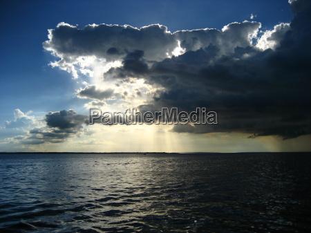 cieli serali sul rio amazon