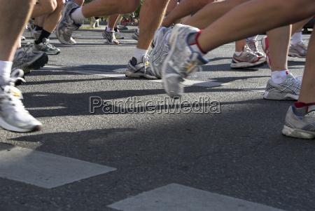 gambe scarpe asfalto piedi berlino competizione
