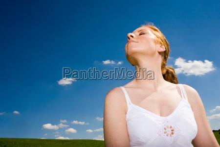 donna luce soleggiato sole estate freschezza