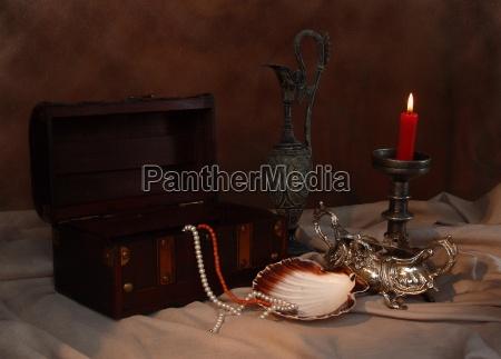 natura morta luce barocco candela conchiglia