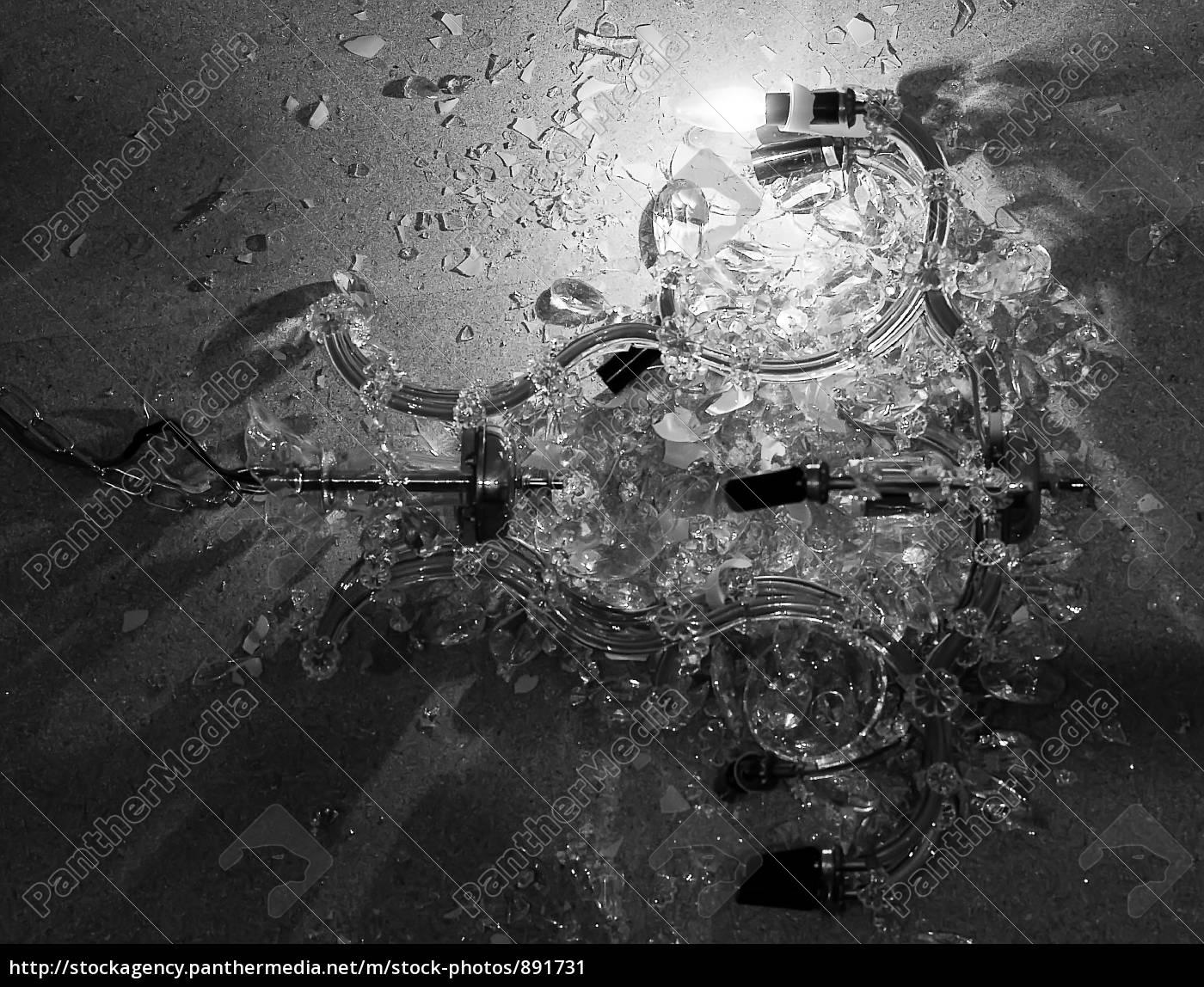 lampadario, distrutto - 891731