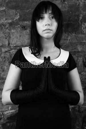 donna fede religioso pregare suora preghiera