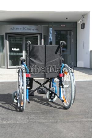 sedia a rotelle anziani anziano smaltimento