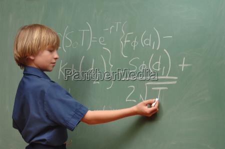 lavagna formula matematica genio pannello ragazzo