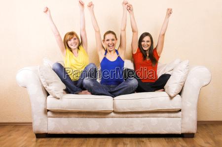 tre donne in tifo su un