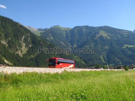 viaggio in autobus per le montagne