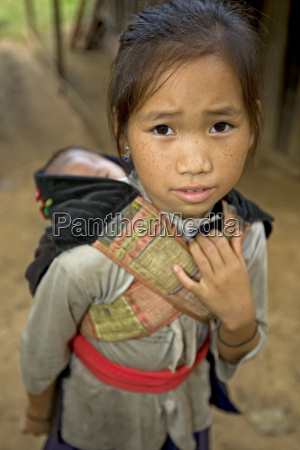 hmong ragazza con il fratello laos