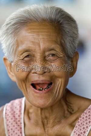 donna ritratto asiatico anziano