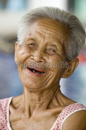 donna asia ritratto anziano