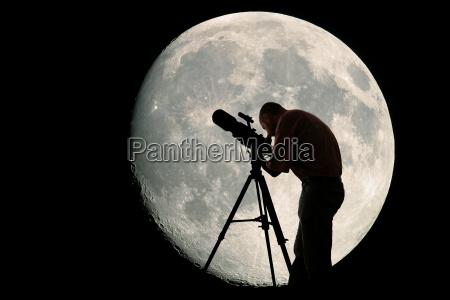 astronomo y la luna