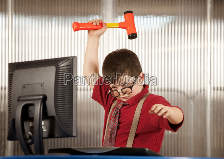 tastiera monitor furioso arrabbiato rabbioso furente