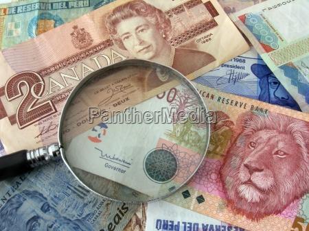 valuta denaro banconota lente dingrandimento valuta