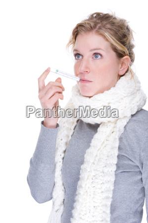 donna catarro raffreddore naso sciarpa febbre