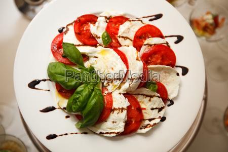 basilico fette antipasto pomodoro