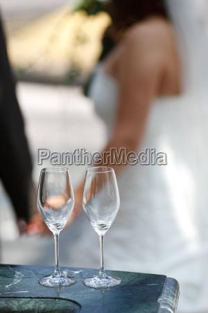 nozze matrimonio convivenza bicchieri sfocato tenere