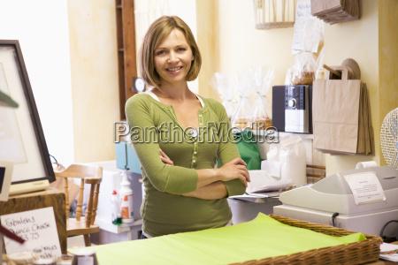 donna cassa risata sorrisi femminile ritratto