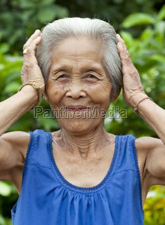 ritratto di vecchia donna asia
