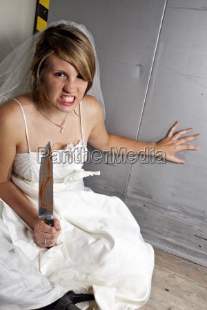 donna ascensore sangue abito da sposa