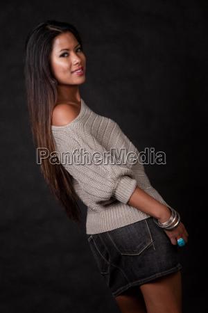 giovane attraente donna asiatica isolano del