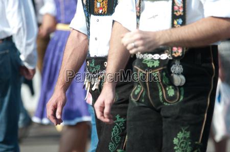 tradizione costume octoberfest pantaloni in pelle