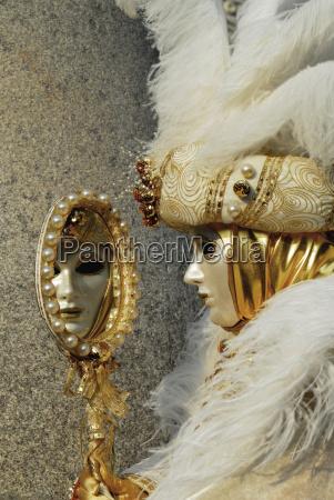 fortezza venezia maschere carnevale costumi colorato
