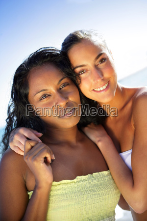 ritratto, di, giovani, donne, sorridenti, sulla - 2910571
