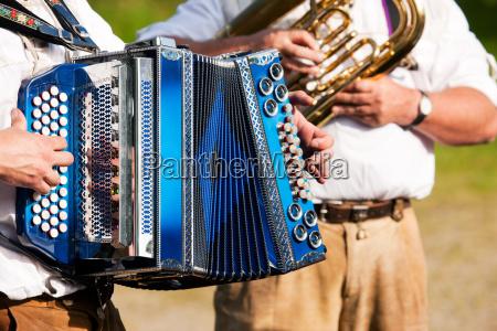 musica baviera fisarmonica strumenti a fiato