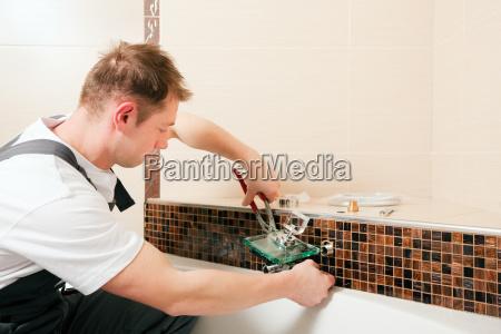 artigiano sanitario installatore idraulico installare bagno