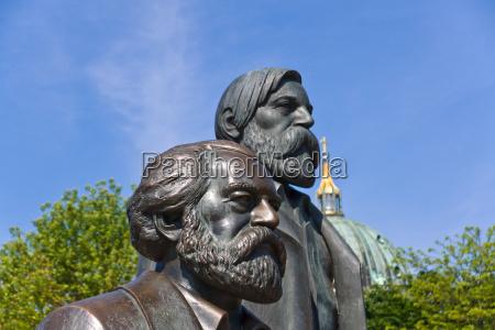 statua scultura berlino mezzo bronzo gdr