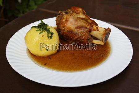 piatto canederlo gnocchi arrosto friggere maiale
