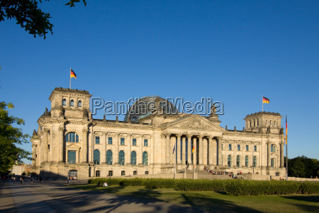reichstag in the evening