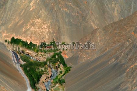 montagne deserto oasi valle montagna fiume
